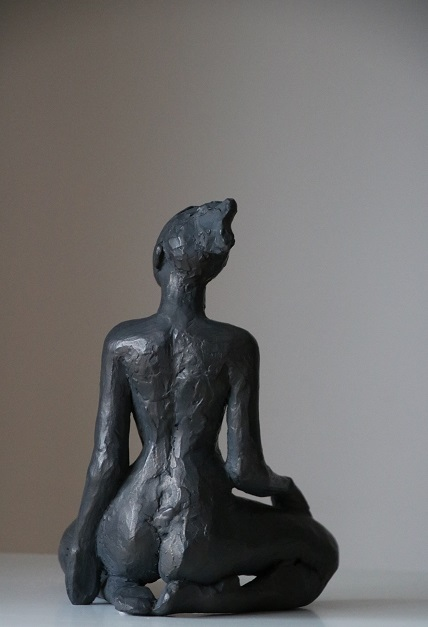 Jeune-femme-accroupie-2020-Copie-3